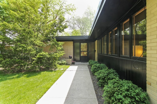 Contact Lou Zucaro of Modern Illinois / Baird & Warner Today at 312.907.4085 or lou.zucaro@bairdwarner.com to arrange for a private showing