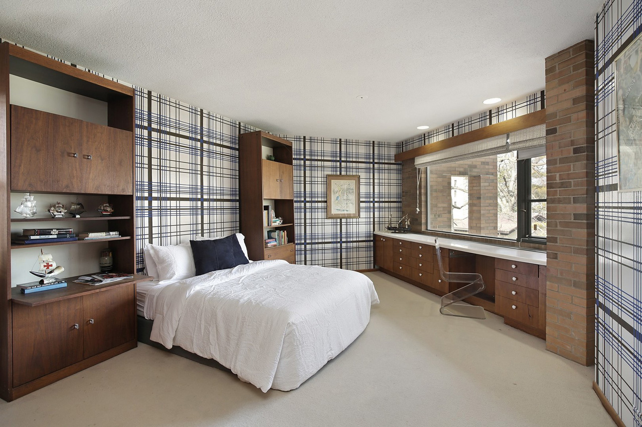 Call Lou Zucaro at 312.907.4085 or send an e-mail to lou@modernil.com to arrange for a private showing