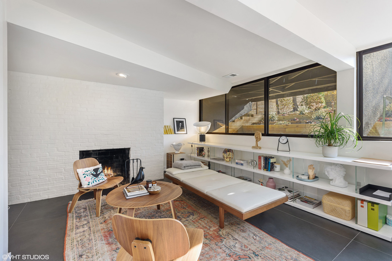 To arrange for a private showing, contact Lou Zucaro at 312.907.4085 or lou@modernil.com