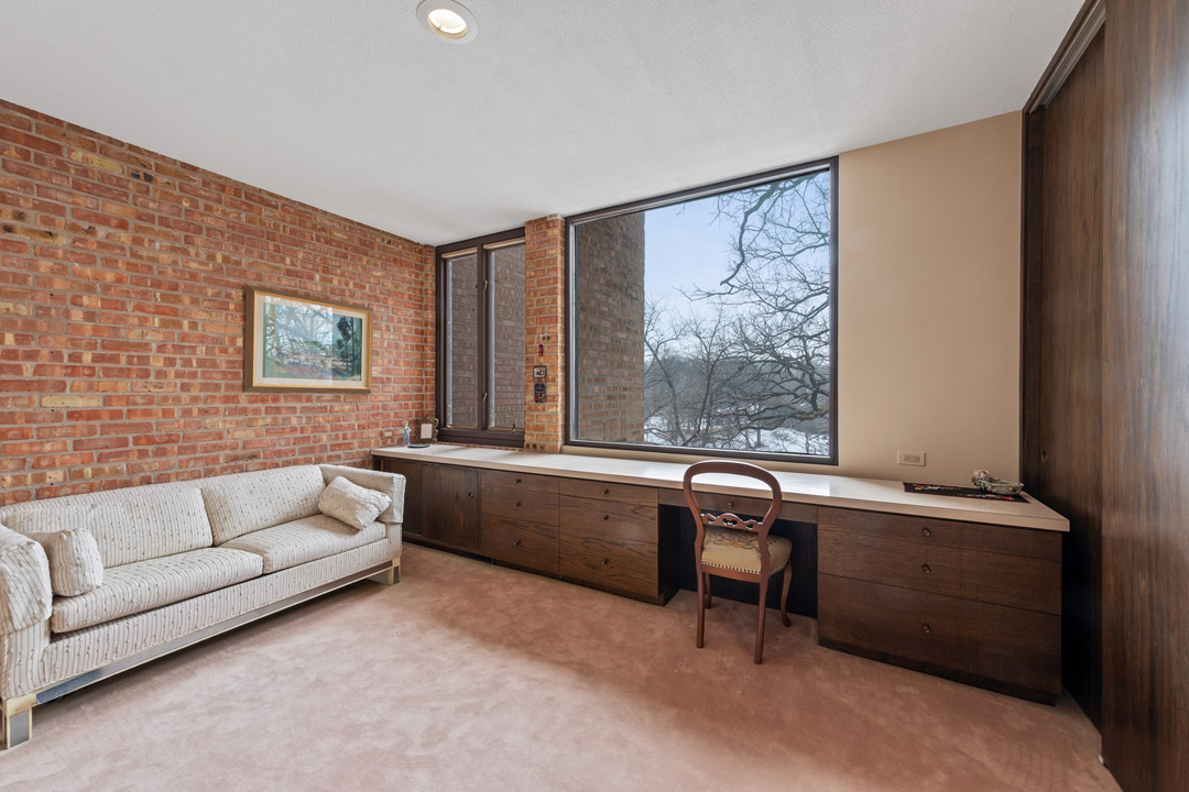 Contact Lou Zucaro at 312.907.4085 or lou@modernil.com today for more information or to schedule a private showing.