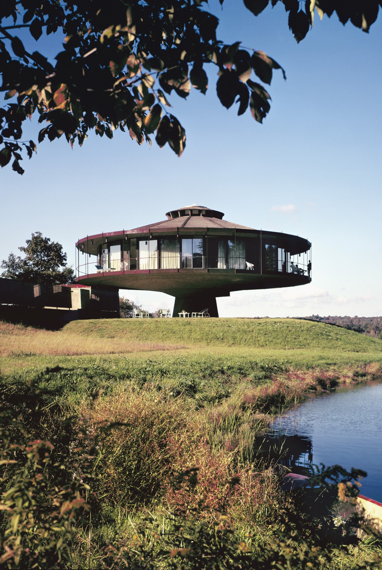 Richard Foster House aka Spaceship House, Location: Wilton CT, Architect: Richard Foster