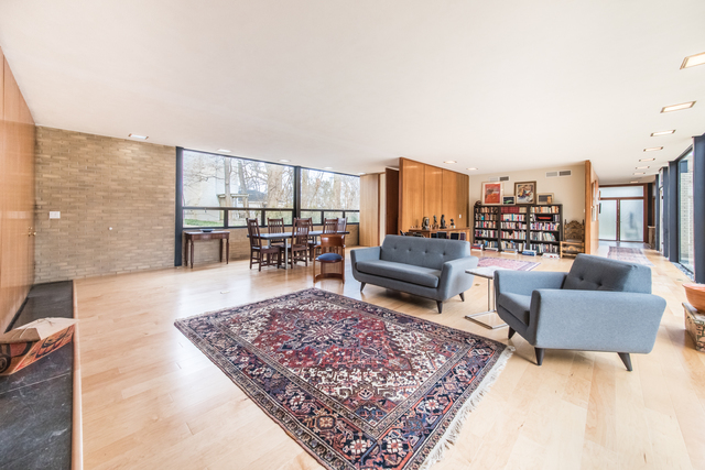 To schedule a private showing of this home, please contact Lou Zucaro at 312.907.4085 or lou.zucaro@bairdwarner.com today!