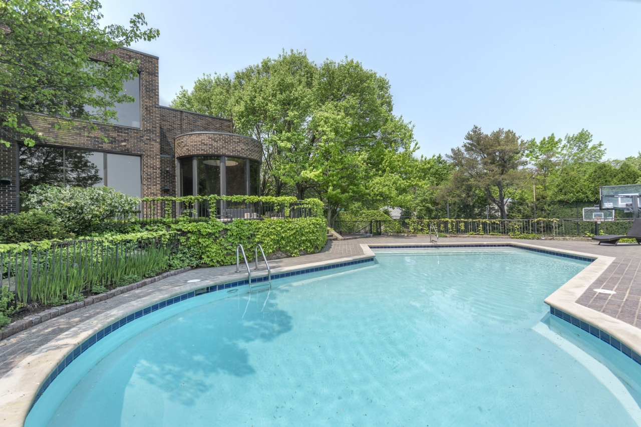 Call Lou Zucaro at 312.907.4085 or send an email to lou@modernil.com to schedule a private tour of this home