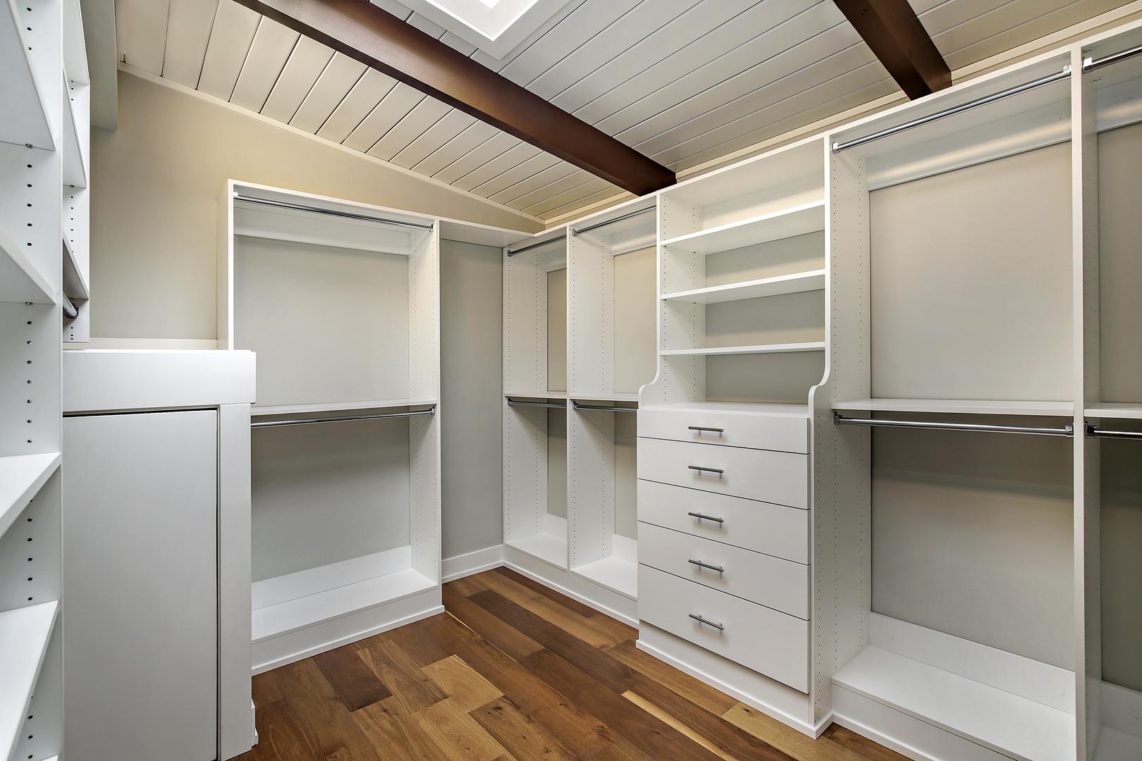 HD_1530226518861_closet_229park