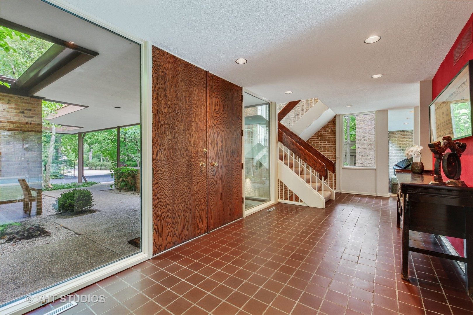To schedule a private showing, contact Lou Zucaro at 312.907.4085 or send an email to lou@modernil.com