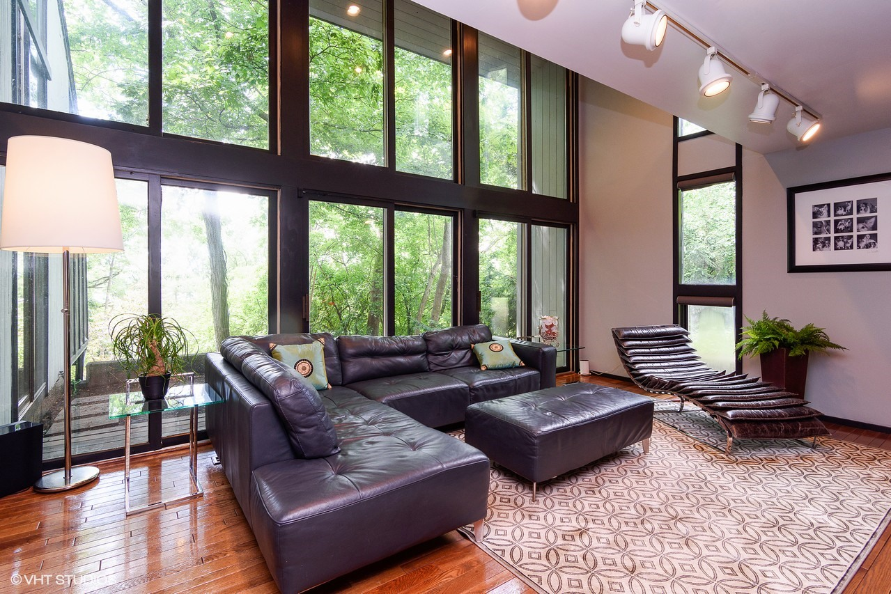 Call Lou Zucaro at 312.907.4085 or send him an e-mail to lou@modernil.com to arrange for a private showing.