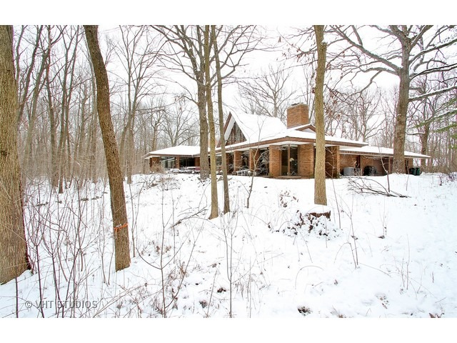 Call Lou Zucaro with Baird & Warner at 312.907.4085 today to arrange a private showing!