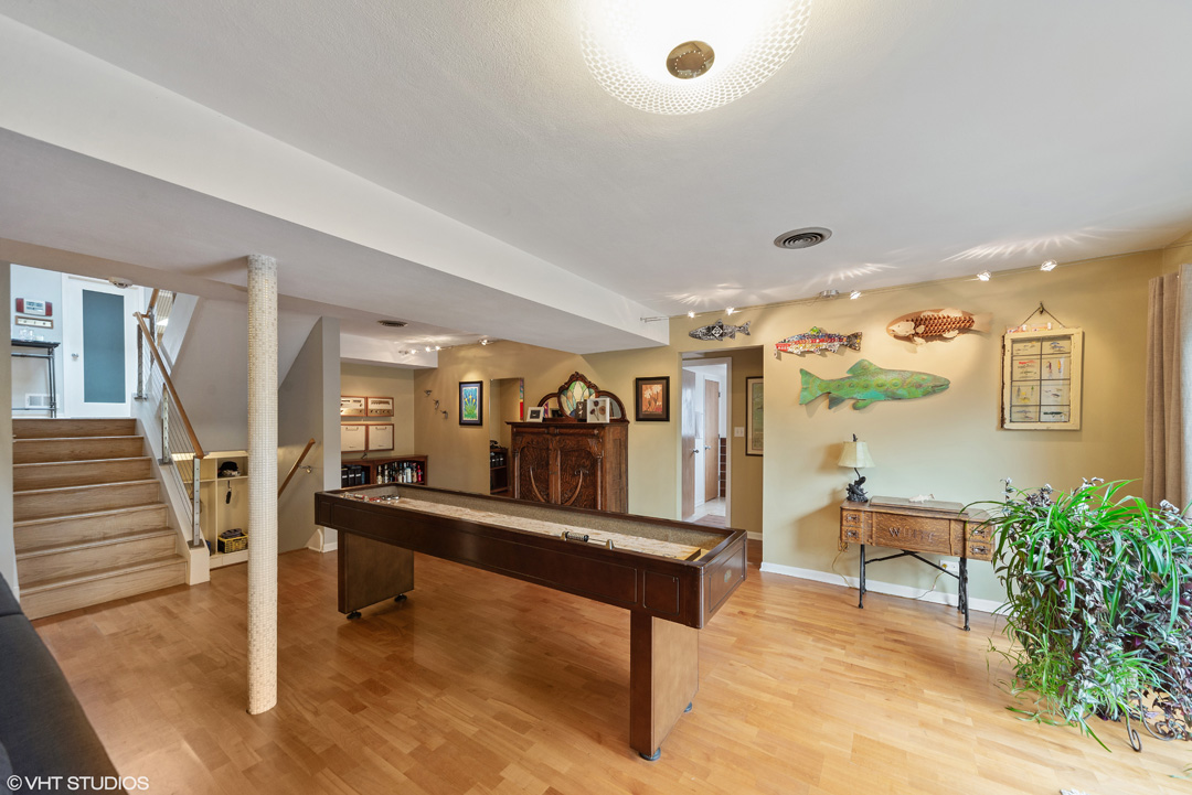 Call Lou Zucaro at 312.907.4085 or send an email to lou@modernil.com with any questions or to schedule a private showing.