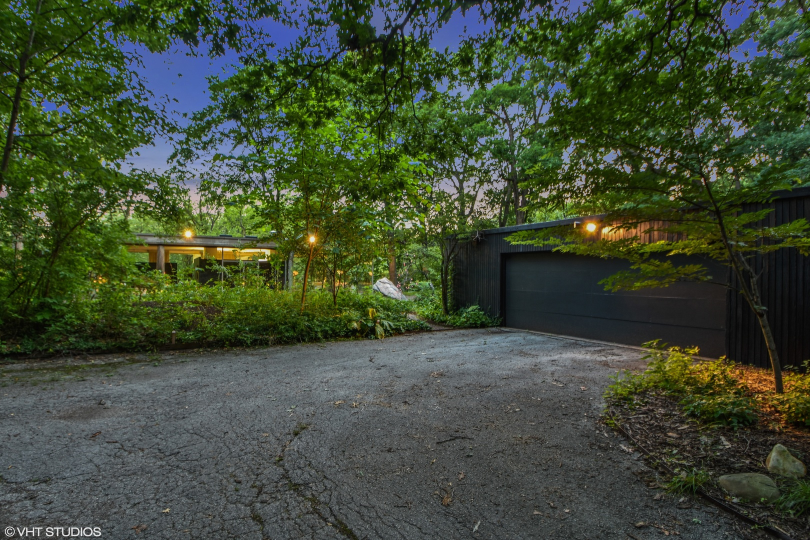 Call Lou Zucaro at 312.907.4085 or send an e-mail to lou@modernil.com to schedule a private showing today