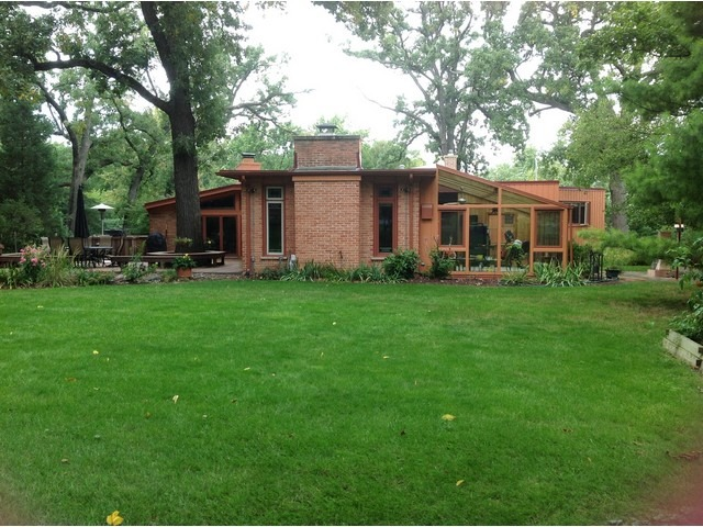 Call Lou Zucaro at 312.907.4085 to schedule a showing