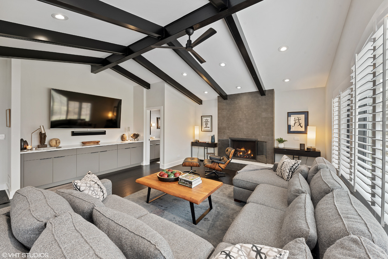 Contact Lou Zucaro at 312.907.4085 or lou@modernil.com to arrange for a private showing