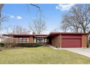 Classic MCM Ranch with New Modern Kitchen in Skokie!