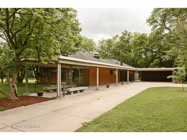 bertrand goldberg designed ranch in flossmoor - Modern Home For Sale