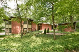 Beautiful, Spacious Mid-Century Modern Split-Level in Olympia Fields!