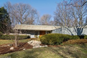 Expanded MCM Ranch with Private Courtyard in Palatine