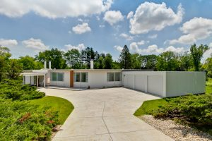 Spacious Keck & Keck on Nearly 5 Acres in Barrington