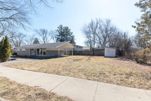 Cozy 1958 Ranch with Carport in Glenview