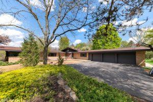 A Spectacular Michigan Modern Home in Barrington Hills, Illinois