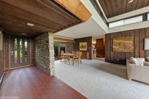 A Don Tosi Stunner in North Barrington on 7 Acres