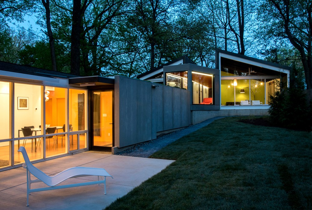 DC Metro Modern Home Tour. Originally designed by Charles Goodman. Additional work by Kube.