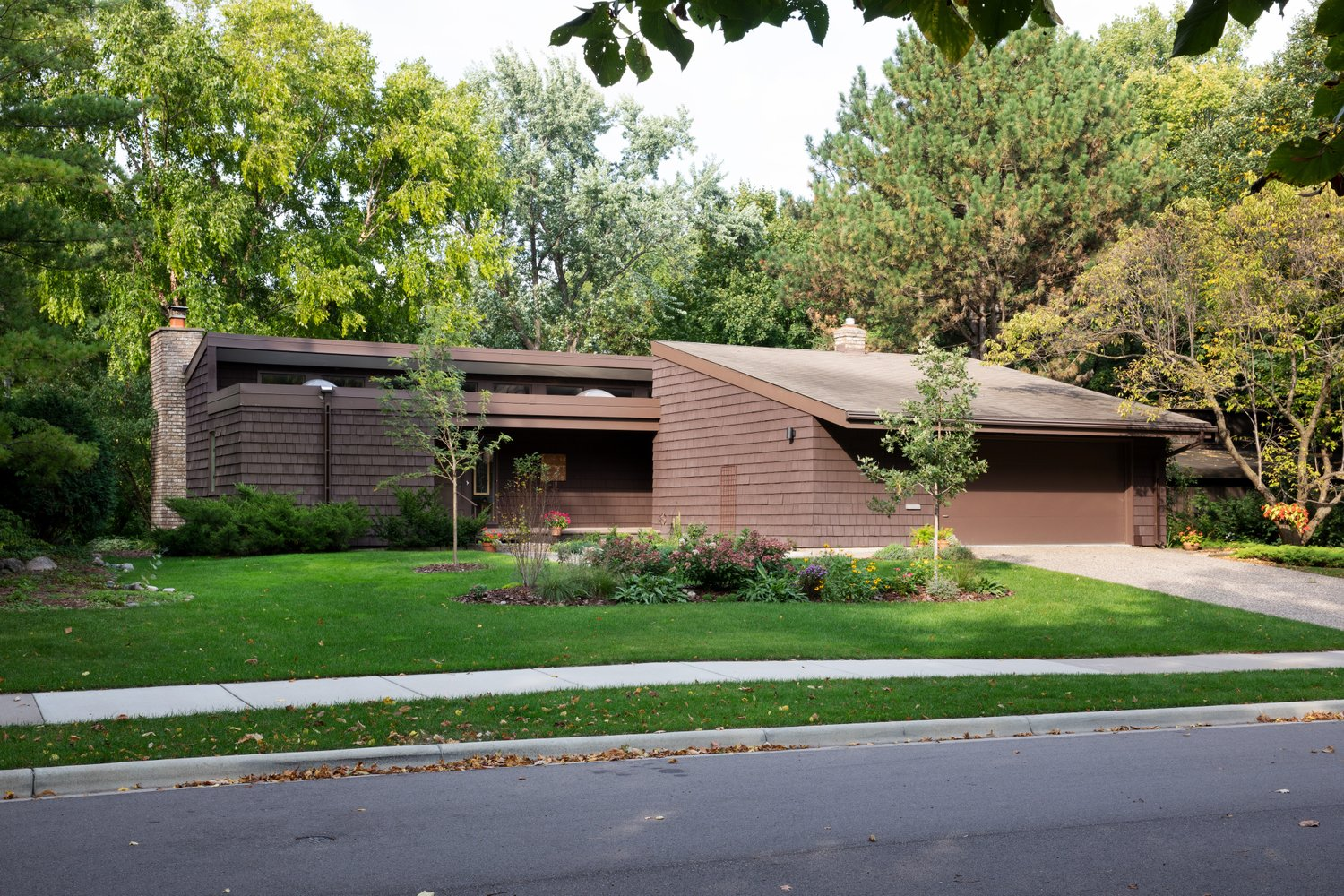 2151 Folwell Ave, designed by Tom Van Housesn,  in St. Paul, part of the Docomomo Fall Tour Day. Photo: Ben Clasen