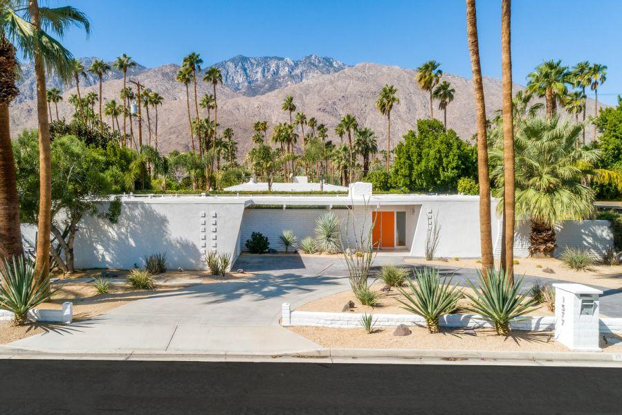 Palm Springs Modernism Week Fall Preview. John & Bessie Macy Residence, designed by Hugh Kaptur. © Ketchum Photography