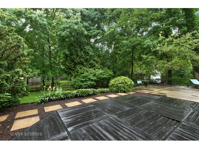 Contact Lou Zucaro of Modern Illinois / Baird & Warner Today at 312.907.4085 or lou.zucaro@bairdwarner.com to arrange for a private showing.