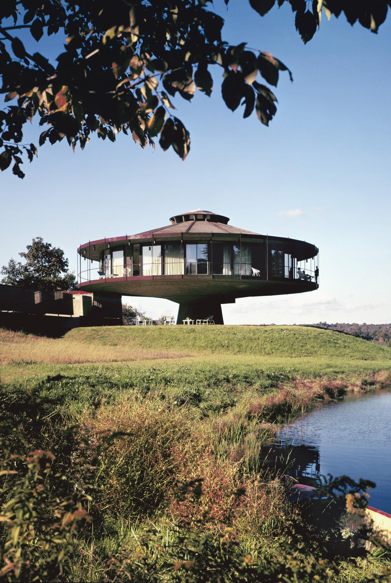 Richard Foster House aka Spaceship House, Location: Wilton CT, Architect: Richard Foster