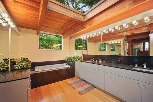 Call Lou Zucaro with Baird & Warner at 312.907.4085 today to arrange a private showing.