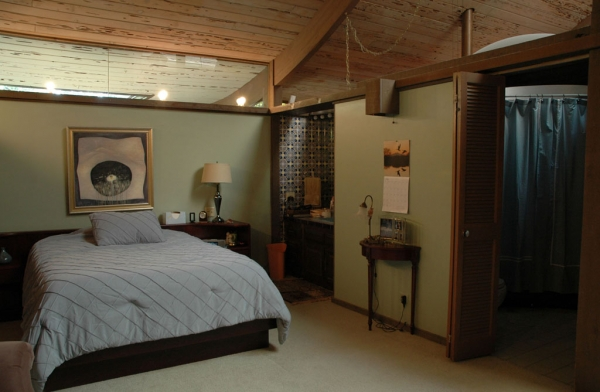 The master bedroom retains the original split bathroom layout, complete with domed skylight over the shower / tub area!
