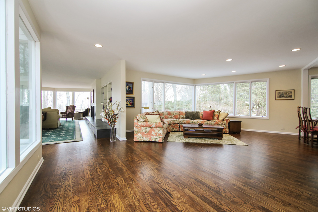 To set up a private showing of this residence, please contact Lou Zucaro at 312.907.4085 or lou.zucaro@bairdwarner.com today.