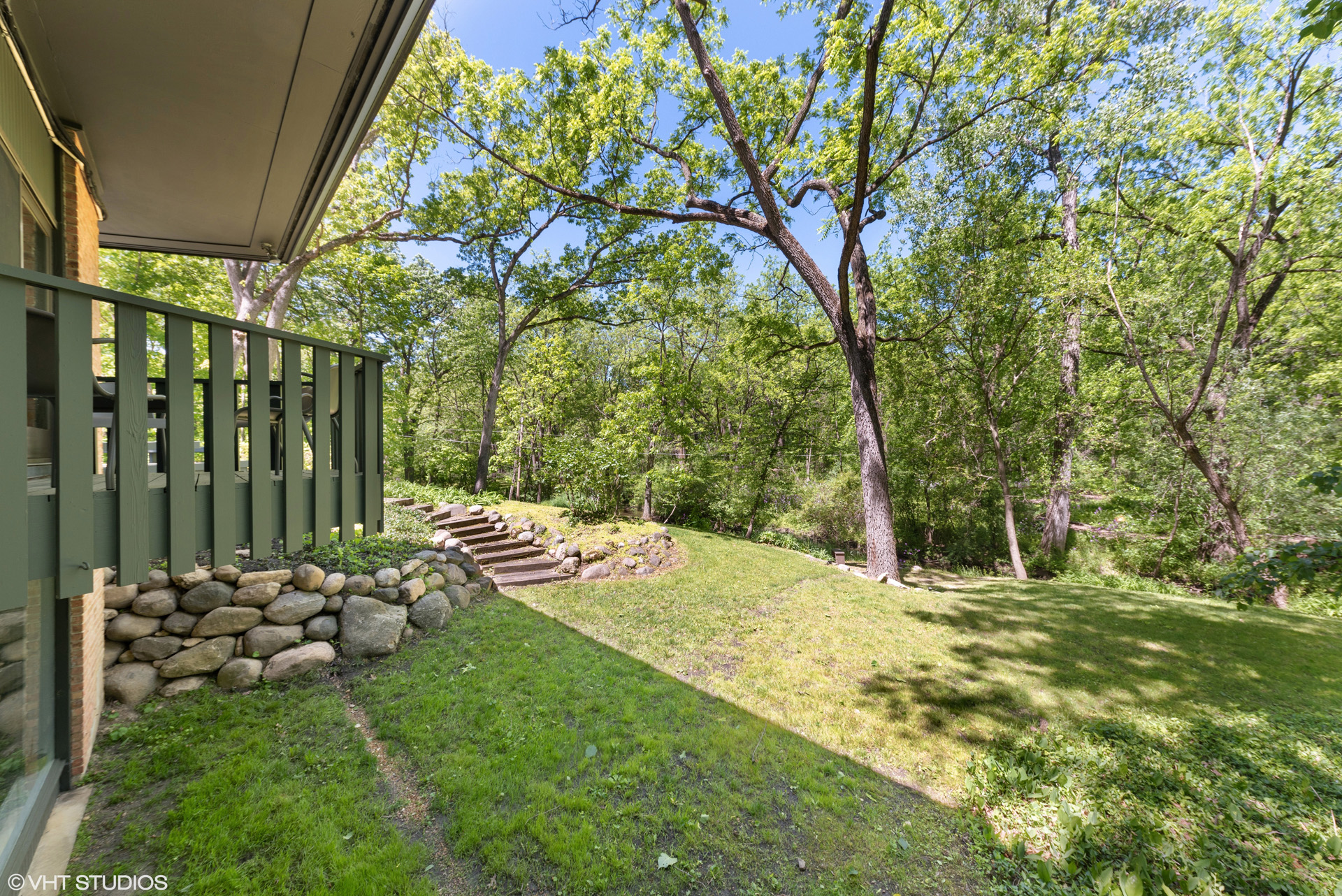 21434 W Oak Trail, designed by Tivadar Balogh. Contact Lou Zucaro at 312.907.4085 or lou@modernil.com to arrange for a private showing.