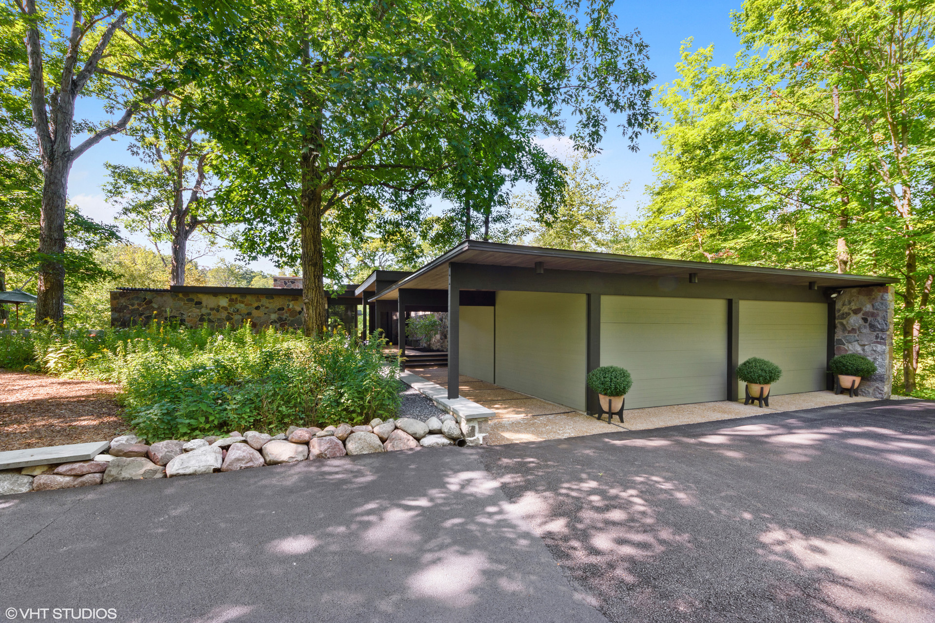 To schedule a private showing of this amazing home, please contact Lou Zucaro at 312.907.4085 or via email at lou@modernil.com