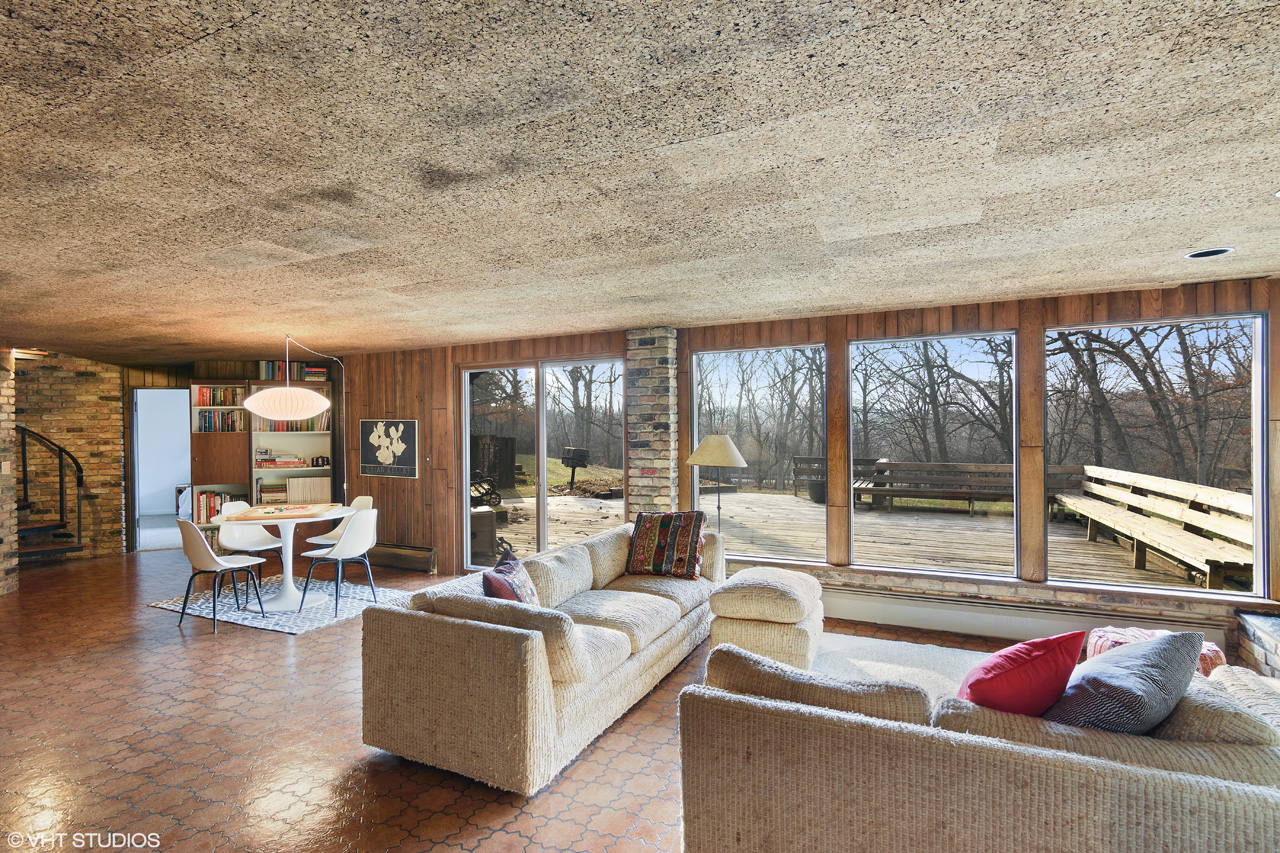 Contact Lou Zucaro at 312.907.4085 or send an e-mail to lou@modernil.com to arrange a private showing