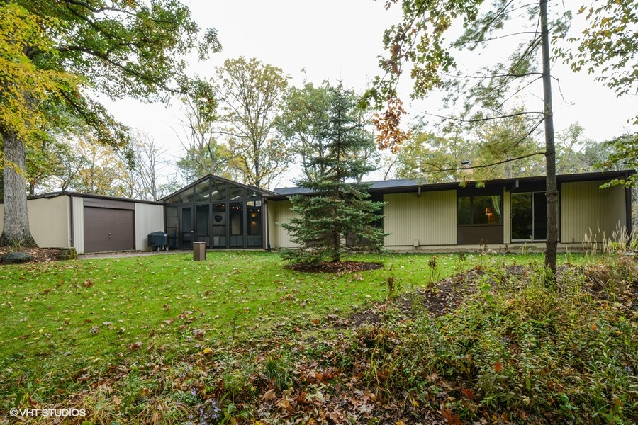 Contact Lou Zucaro at 312.907.4085 or lou.zucaro@bairdwarner.com if you'd like to arrange for a private showing of this home
