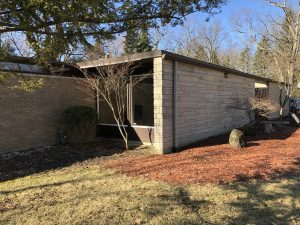 Long, Low MCM Ranch in Lake Forest