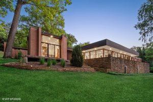 An Expansive Modern Brick Walkout Ranch in Barrington Hills